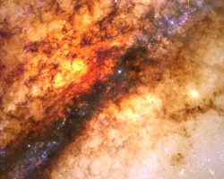 黒い帯に潜む超大質量ブラックホール