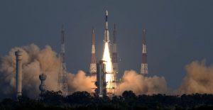 インド「GSLV」ロケット打ち上げ成功 通信衛星「GSAT-7A」投入