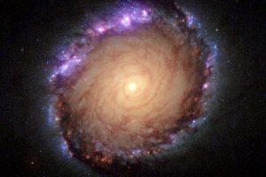7種の波長を重ねて可視化した「とけい座」の銀河