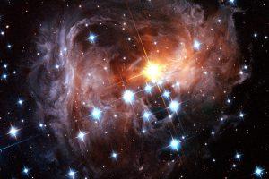 光の殻を破って現れた宇宙の宝石「V838」