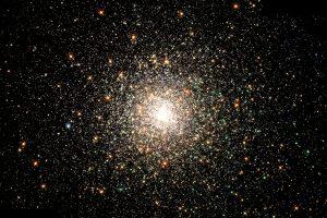 球状星団「M80」から届く古代の光