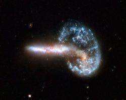 銀河の融合が作り出した奇妙な天体