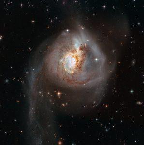 衝突銀河の特殊な構造とスターバースト