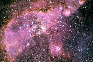 星形成により変化と拡大を続ける星雲構造