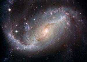 明るい銀河核と腕の中で生まれる星々