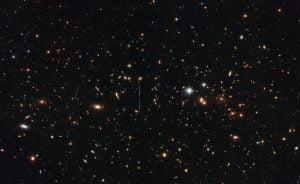 太陽質量の3000兆倍ある巨大銀河団