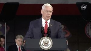「2024年までに月に人を送る」米副大統領が宣言