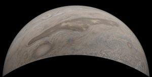 巨人がかきまぜたような模様。細長く伸びた木星の「ブラウンバージ」を探査機「ジュノー」が撮影