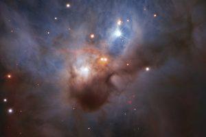 まがまがしい…。ヨーロッパ南天天文台がシャープに捉えた「宇宙コウモリ」の姿