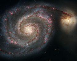 """子持ち銀河のブラックホールで観測された""""十字架"""""""