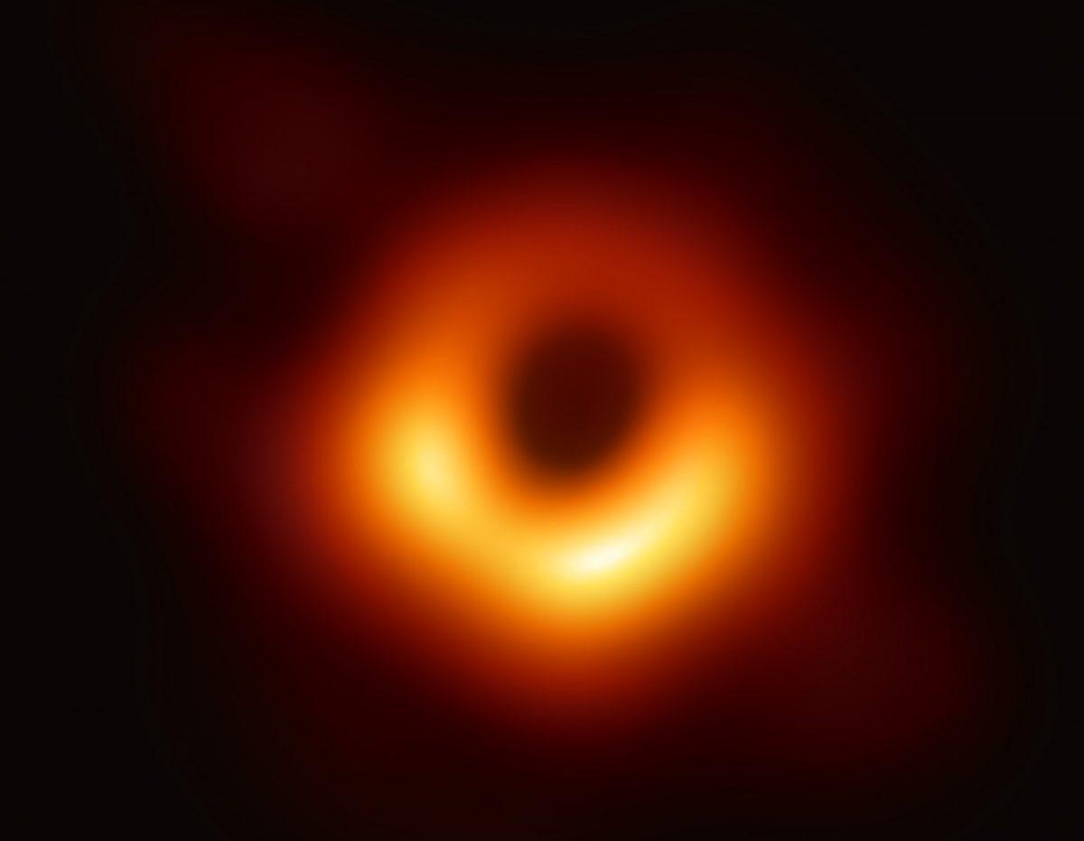 M87の中心の超大質量ブラックホール