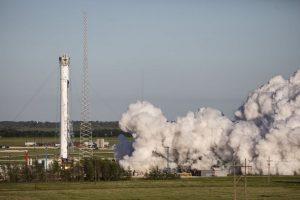 ファルコン・ヘビー、6月打ち上げ向けエンジンテスト実施