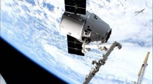 スペースXのドラゴン補給船、国際宇宙ステーションに到着