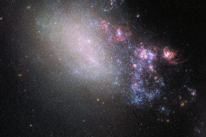 ハッブルはアップデートする。崩壊と創造の不規則銀河