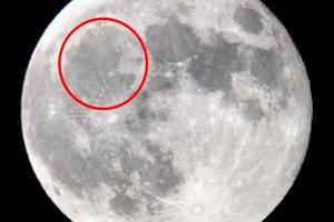 """月の山から""""直径32mの岩""""がゴロゴロ。ピトン山に刻まれた巨岩の痕跡"""