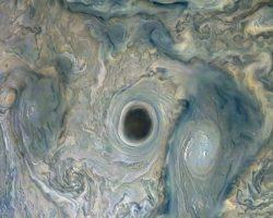 探査機ジュノー、木星の「深淵」を捉える