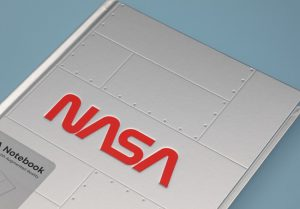 AR技術で宇宙が広がる。NASA設立60周年記念「ARノートブック」「Space Mug」