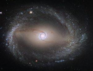 見えない触手で捕食する様な銀河