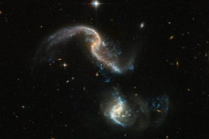 合体初期の状態にある特異銀河:Arp 256