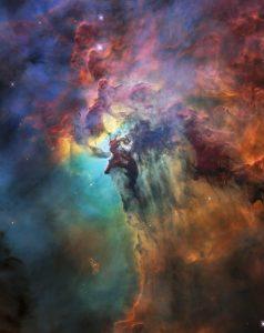 太陽の20万倍明るい恒星が潜む星雲