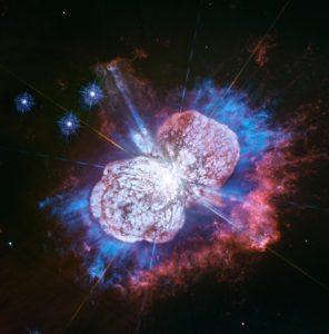 宇宙花火。赤と青で描く「イータ・カリーナ」の高解像度画像