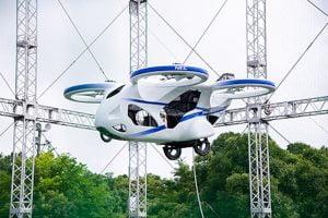 まるで大型ドローン。NECが 空飛ぶクルマ の試験機飛行に成功
