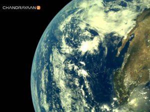 チャンドラヤーン2号が地球を離れ月へと向かう