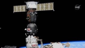 ソユーズ宇宙船、別宇宙船の到着に備えドッキングポートを切り替え