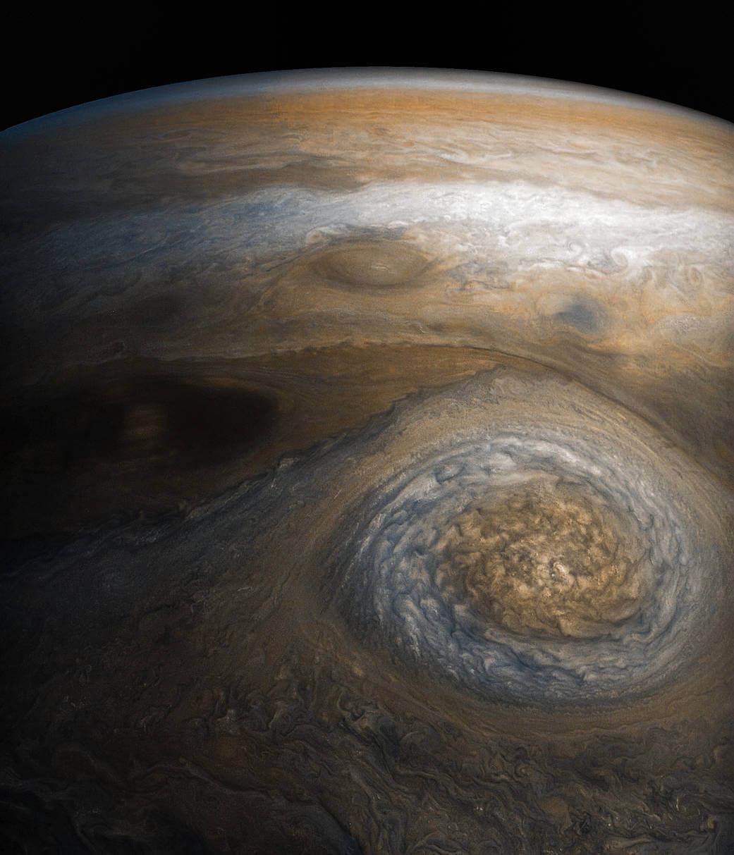 木星の新しく見つかった衛星5つ...