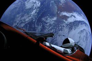 スペースXが打ち上げた電気自動車、太陽を一周する