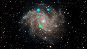 NASAのX線宇宙望遠鏡が「花火銀河」で正体不明のX線源を発見