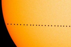 11日21時から「水星の太陽面通過」が発生。日食よりレアな現象をライブ配信で見よう
