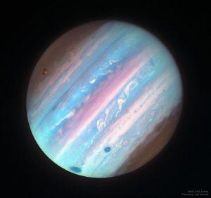 紫外線で見た木星は、華やかなパステルカラーだった