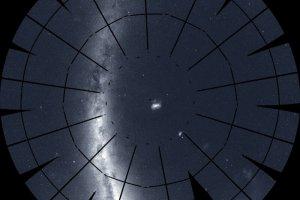 NASA探査機、1年かけて南天全体を観測。208枚の画像から作られたパノラマ画像