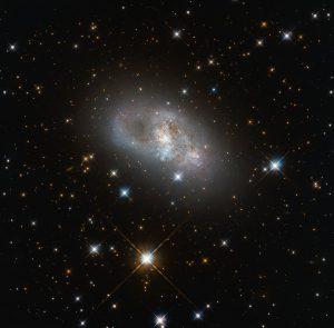 8000万光年先の「おなじみの光景」