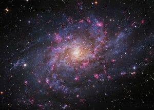 ゴージャスな渦巻銀河の鮮明画像