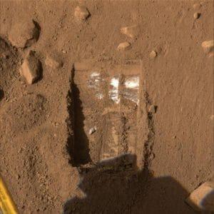 シャベルで掘れる? 火星地下の氷は意外と浅い場所にもありそう