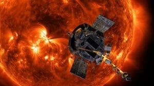 太陽の接近観測で明かされた太陽風の磁場の反転現象