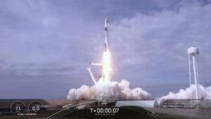 スペースX、クルードラゴンの空中脱出装置テストに成功