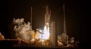 アリアン5、打ち上げ成功。ドコモ長期利用のスカパーJSAT衛星「JCSAT-17」搭載