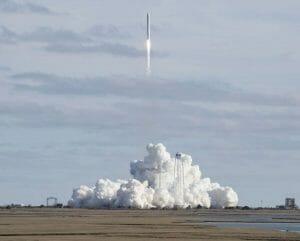 シグナス補給船が打ち上げ成功。ISSへの補給物資はバレンタインの品やチーズも