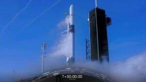 スペースX、スターリンク衛星の打ち上げを18日に延期