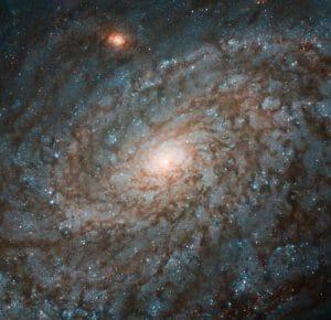羊毛のような渦巻銀河「NGC 4237」