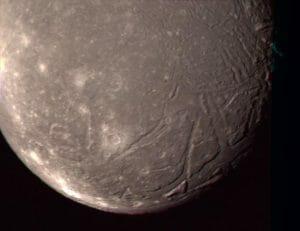 天王星の衛星が小さく形成された理由が解明