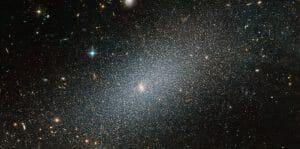 古代の星が少なく群れる矮小楕円銀河「PGC 29388」