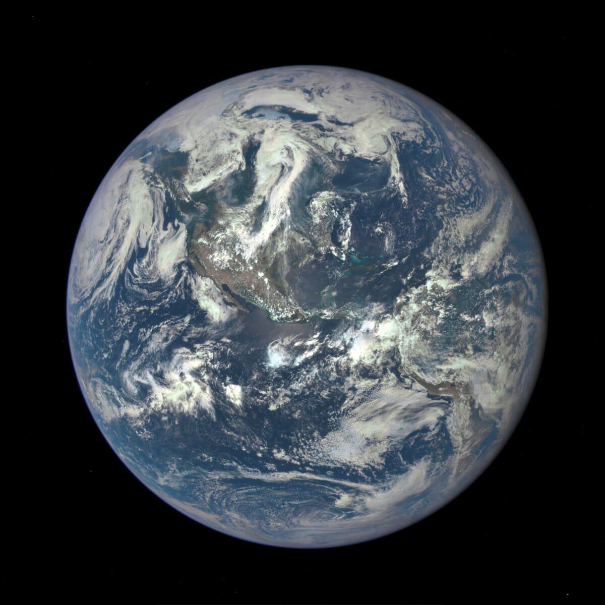 誕生当時の地球には現在の海水の数十倍もの水がもたらされていたかもしれない(Credit: NASA)