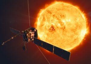 太陽探査機「ソーラー・オービター」まもなくアトラス彗星の尾を通過。5月31日から6月6日に