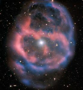 最期を迎えた恒星がふくらませた直径1.5光年のガスの泡