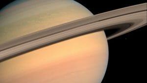 土星に近づく大迫力の動画。CGじゃなくカッシーニが見た本物の映像