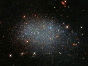 これも「銀河」。1億5000万光年の空洞で輝く孤独な星々